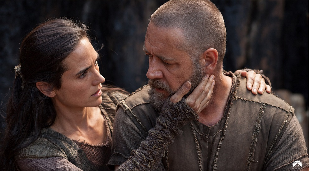 naameh-jennifer-connelly-comforts-noah-russell-crowe-in-a-scene-from-noah